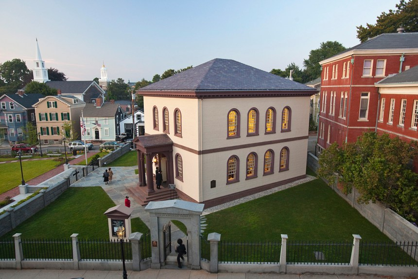 Touro Synagogue, the oldest synagogue building still standing in the United States, was dedicated during the Chanukah festival celebrations on 2 Dec 1763.