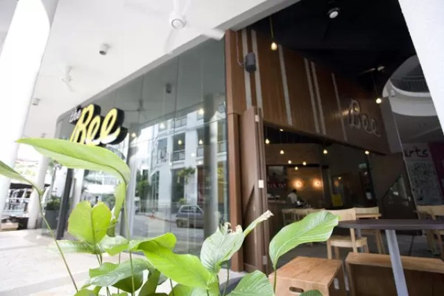 Pet Friendly Cafe The Bee Jaya One