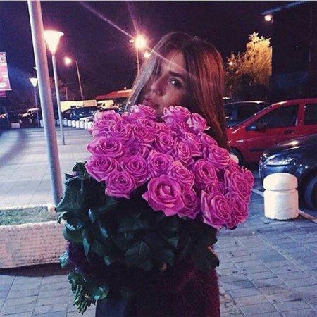 Фото женщины с букетами роз без лица на аву » Портал ...