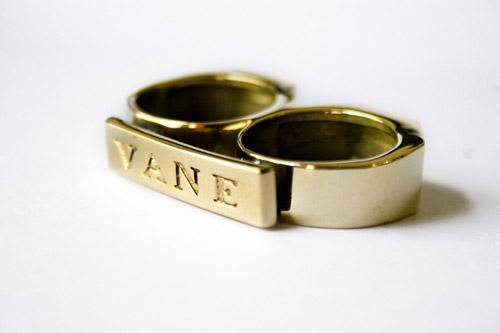 Vane Two-Finger Brass Knuckle Ring