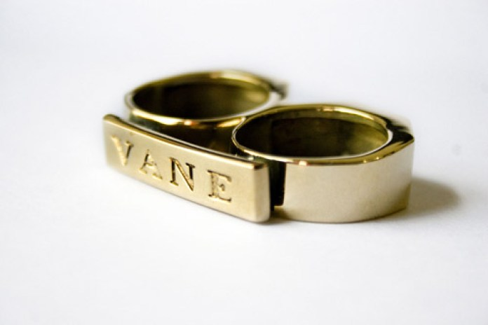 Vane Two-Finger Brass Knuckle Ring