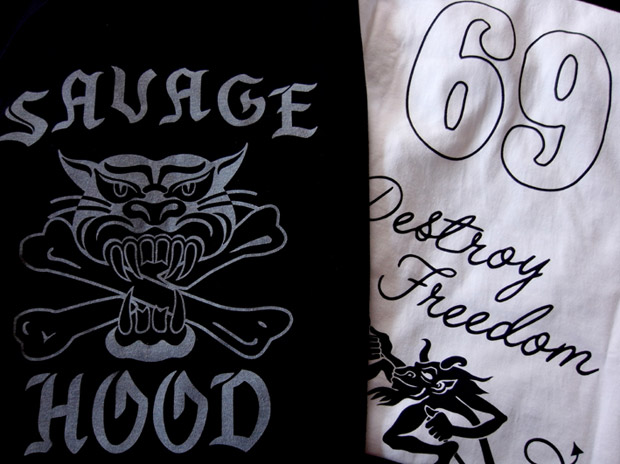"NEIGHBORHOOD ""Savage Hood"" Zippo & Tee Set"