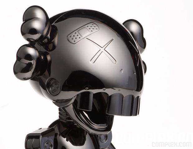 Hajime Sorayama x OriginalFake No Future Companion - A Closer Look