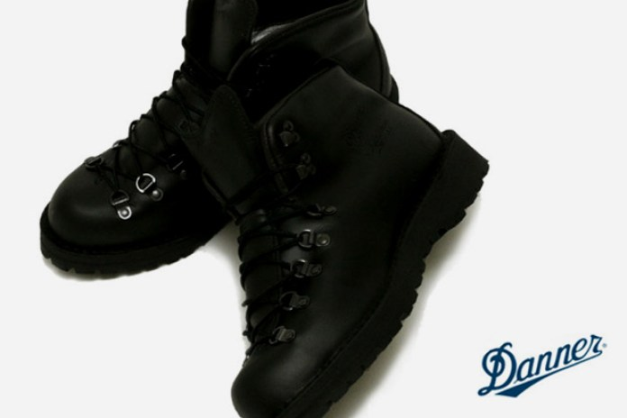 "Danner Mountain Light GORE-TEX ""Black Out"""