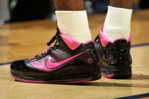 "Nike Basketball LeBron James VII ""Think Pink"""