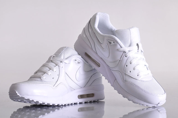 "Nike Sportswear Air Max Light ""Snow White"""