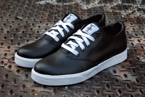 Nike Pepper Low Black/White