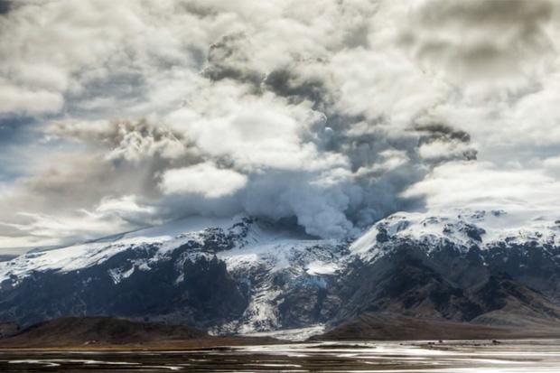 Eyjafjallajökull Time Lapse Video by Sean Stiegemeier