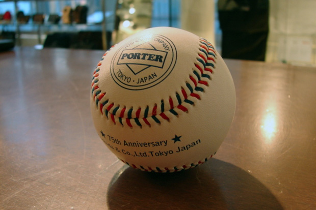 "Yoshida & Co. 2010 Fall/Winter Collection Exhibition ""Hardball"" Gift"