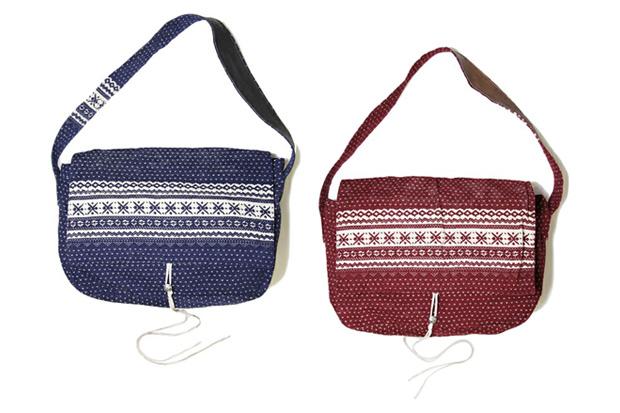 hobo Snowflake Mailman Bag