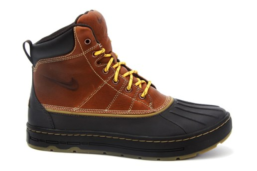 Nike Woodside Hiking Boots