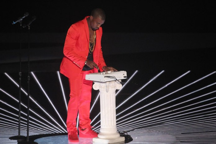 Kanye West featuring Pusha T - Runaway (2010 MTV VMA Performance)