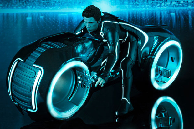 Hot Toys TRON: LEGACY Sam Flynn with Light Cycle