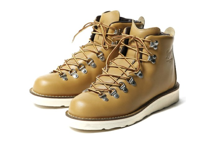 "Tommy x Danner ""Mountain Wheat"" Boots"