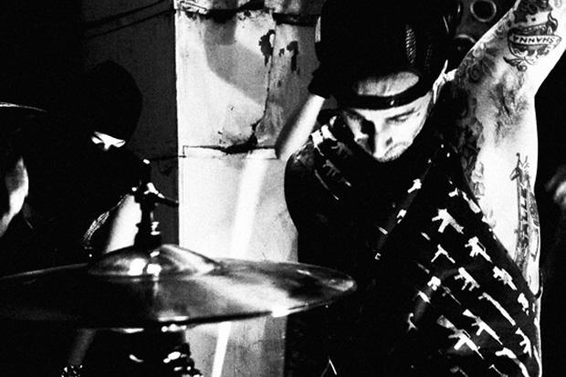 Travis Barker featuring Steve Aoki – Misfits
