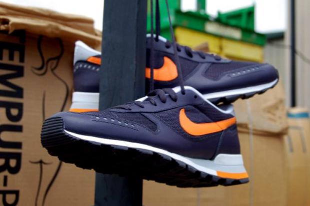 Nike Air Venture Gridiron/Bright Mandarin