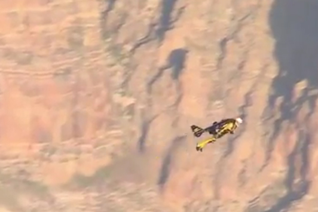 "Swiss ""Jetman"" Yves Rossy Flies Over Grand Canyon"