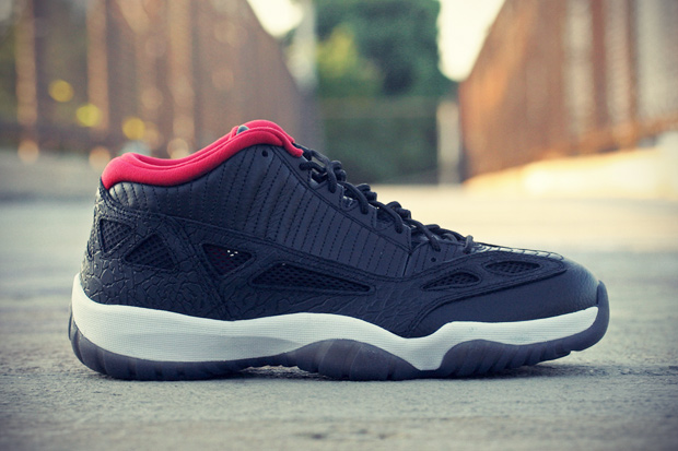 air jordan 11 retro low blackvarsity red