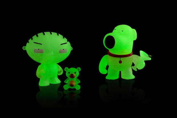 family guy x kidrobot mini brian stewie glow in the dark sdcc edition