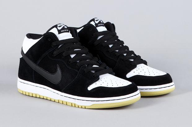Nike SB Dunk Mid Black/Black/White