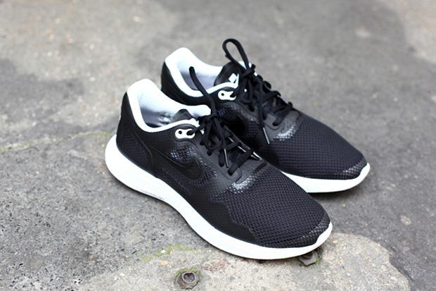 Nike Lunar Flow Black/White TZ