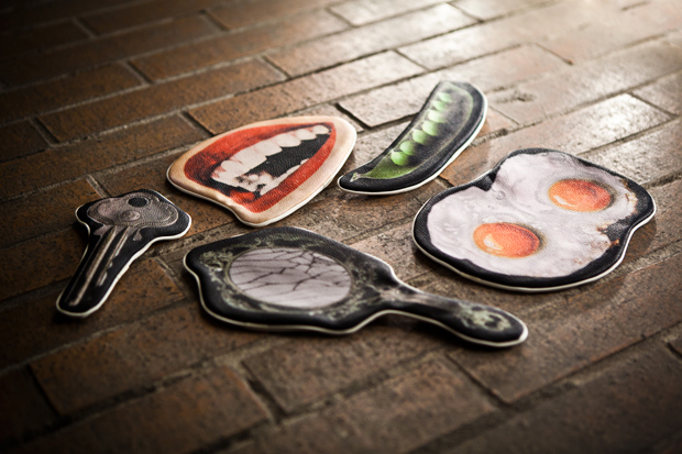 """UNDERCOVER 2011 Fall/Winter """"MIRROR"""" Pouches Collection"""