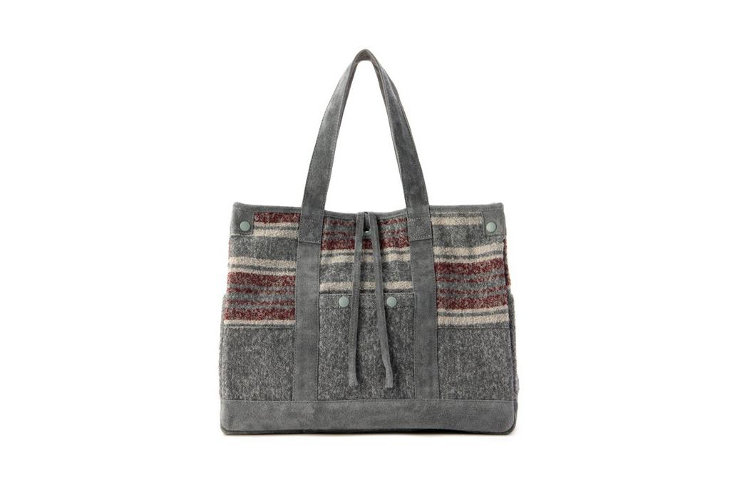 http://hypebeast.com/2011/8/white-mountaineering-x-porter-ring-yarn-blanket-border-tote-bag-2