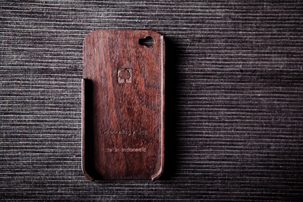 BEAMS x master-piece Wooden iPhone 4 Case