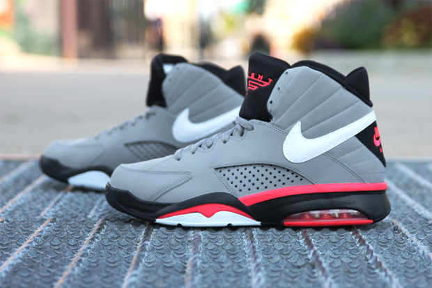 Nike Air Maestro Flight Grey/Solar Red