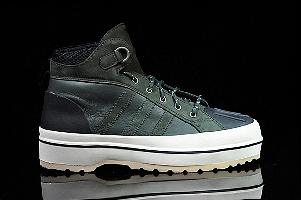 http://hypebeast.com/2011/10/burton-x-adidas-originals-2011-fallwinter-footwear-collection
