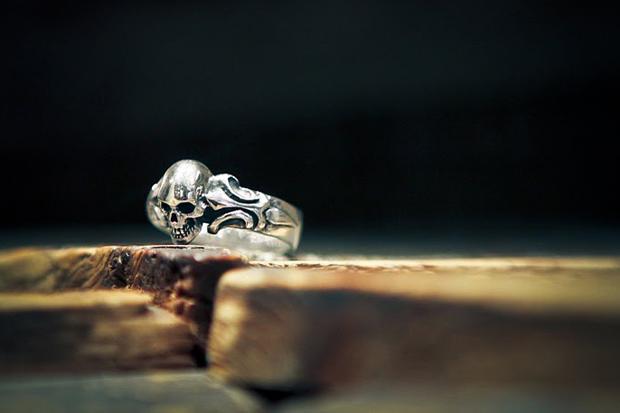 """Crazy Pig Designs """"Tudor 1"""" Skull Ring"""