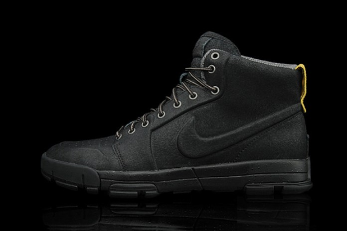 Nike Air Royaltna Mid VT