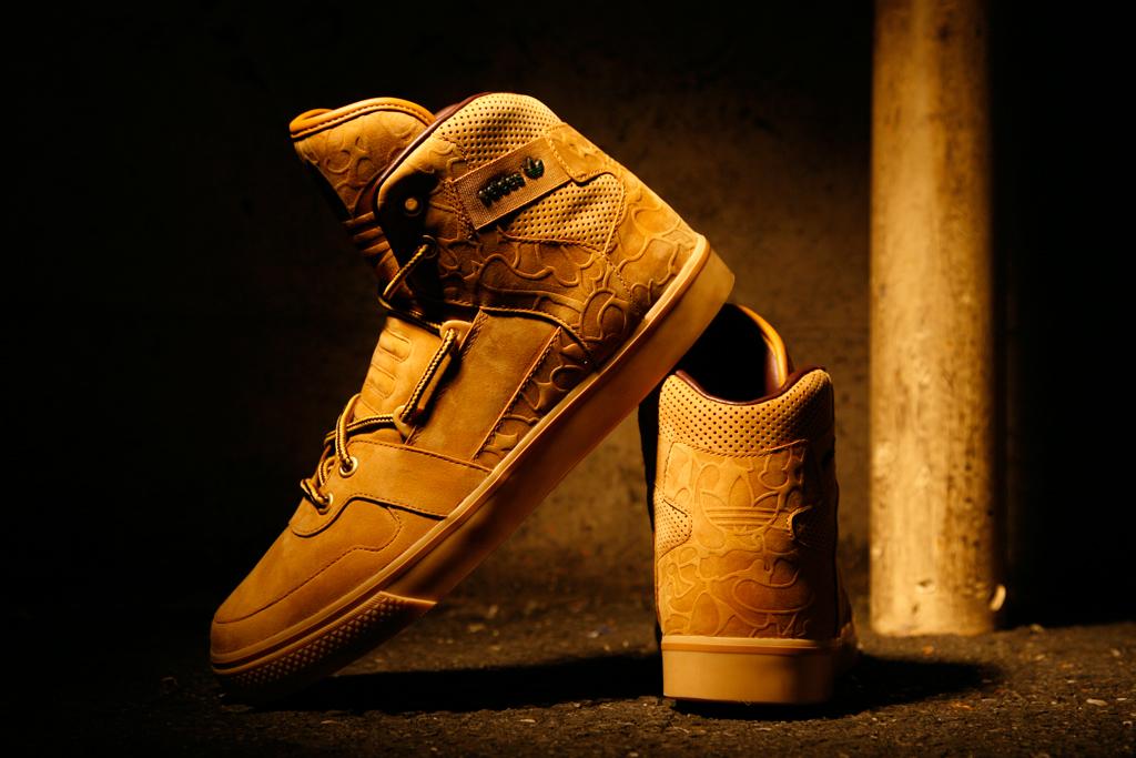 "adidas Originals for CHAPTER WORLD ""Wheat"" Hardland"