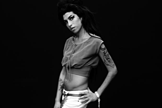 Amy Winehouse featuring Nas – Like Smoke