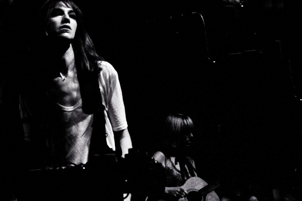 Charlotte Gainsbourg featuring Beck – Paradisco