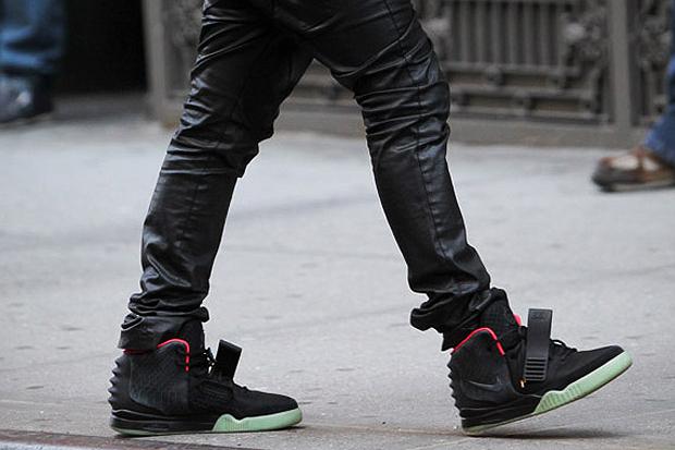 Nike Sportswear Air Yeezy 2 Black/Pink Closer Look
