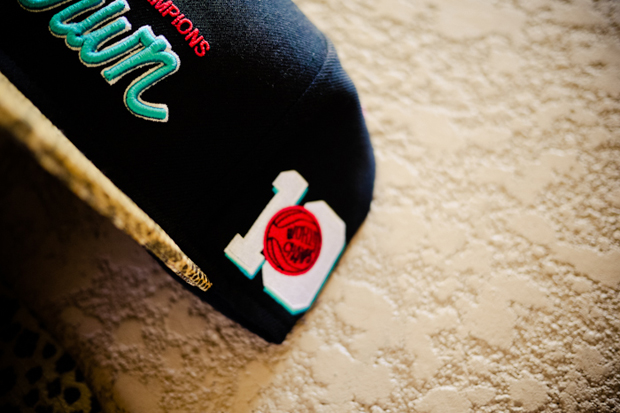 undrcrwn 2011 holiday animal print snapback caps
