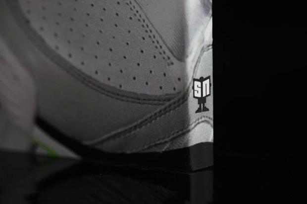 Sneaker News: Top 30 Sneakers of 2011 Book