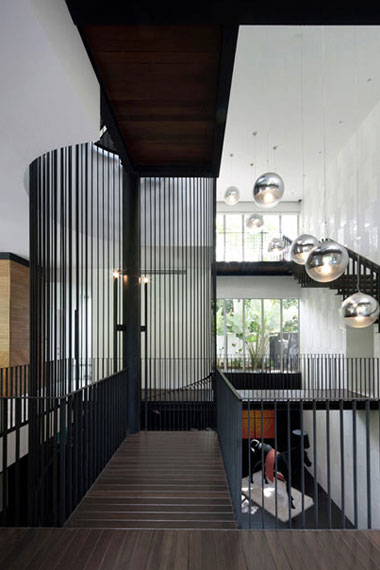black white house by formwerkz architects