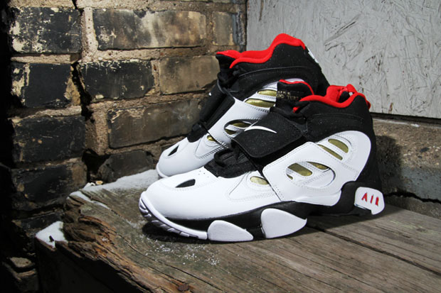 Nike Air Diamond Turf II Black/Metallic Gold