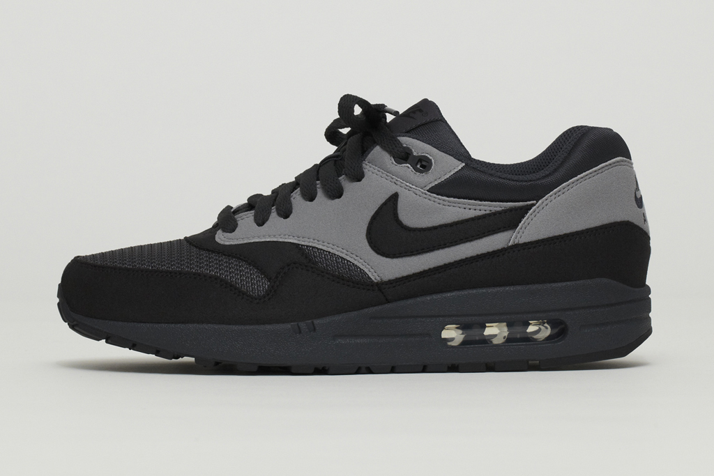 nike air max 1 black reflective