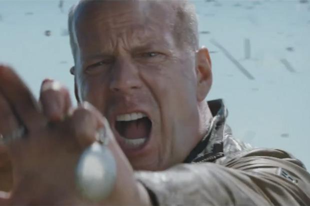 Bruce Willis & Joseph Gordon-Levitt's Slightly Confusing Sci-Fi Thriller 'Looper'