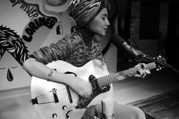 "Yuna Performs ""Island"" @ Converse Rubber Tracks"