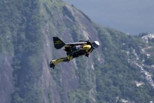 "Breitling: Yves Rossy ""Jetman"" Soars Over the Rio de Janeiro Skyline"
