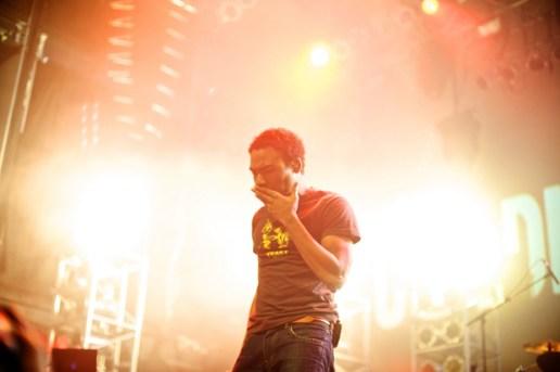 Childish Gambino featuring ScHoolboy Q – Unnecessary