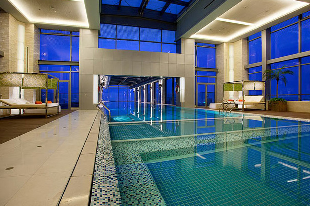 http://hypebeast.com/2012/5/holiday-inn-shanghai-24th-story-glass-bottom-swimming-pool