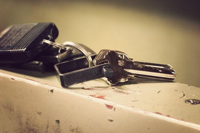"""J.L. Lawson & Co. """"The Minimalist"""" Key Shackle"""