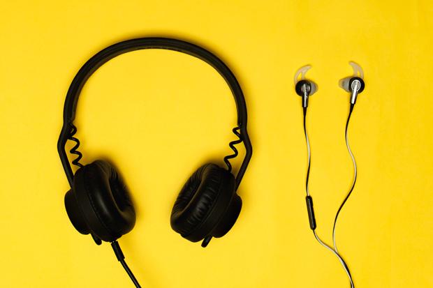 Polls: Headphones vs. Earphones