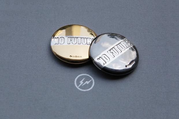 "fragment design x BUNNEY ""No Future"" Badge Stud"