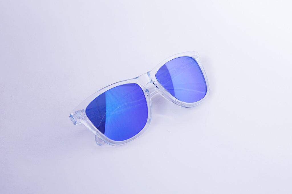Oakley Frogskin Sunglasses Polished Clear/Violet